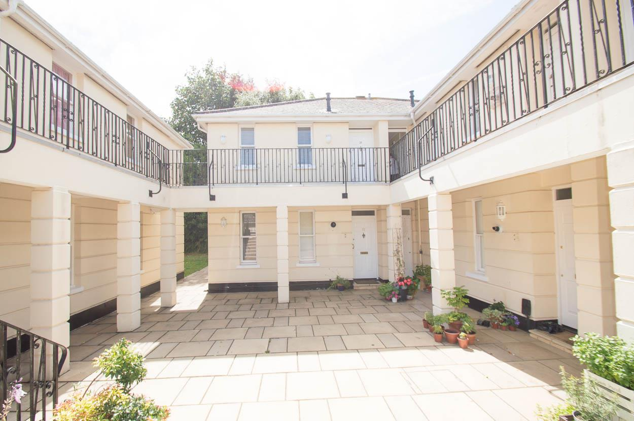 1 Bedroom Flat for sale in Church Street, Willingdon, Eastbourne